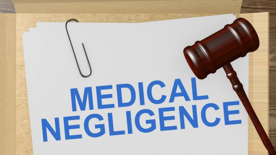 photodune-12871393-medical-negligence-concpet-xs